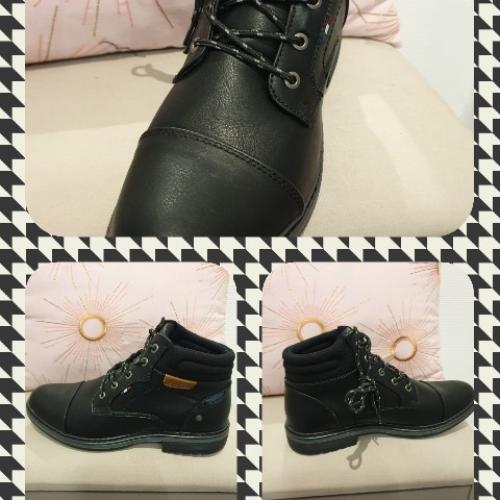 Chaussure homme noire  montante à lacets.